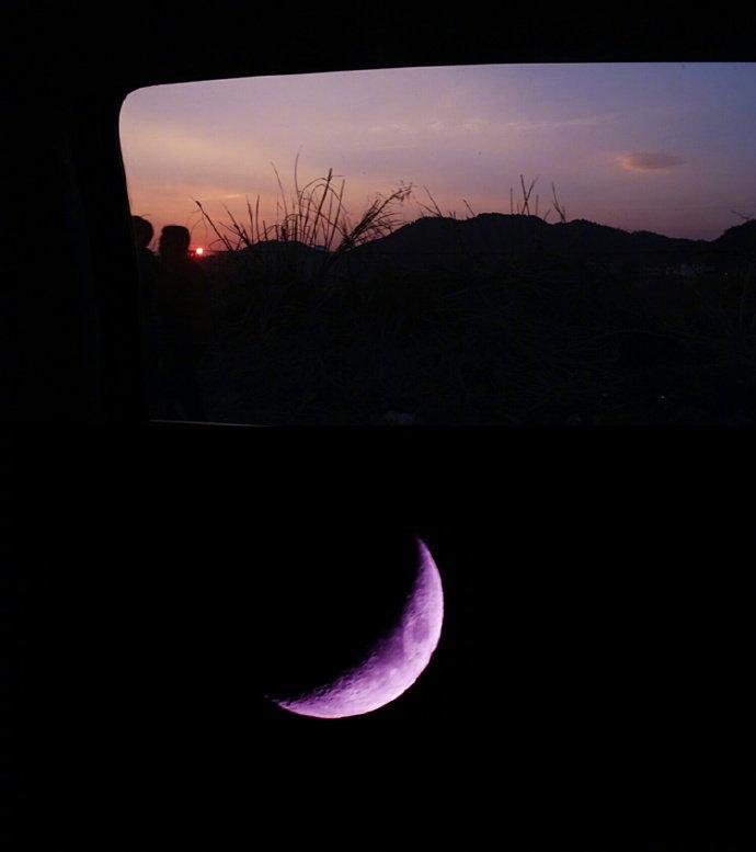 itotii晚安说说精美图片:世事千帆过,前方终会是温柔和月光
