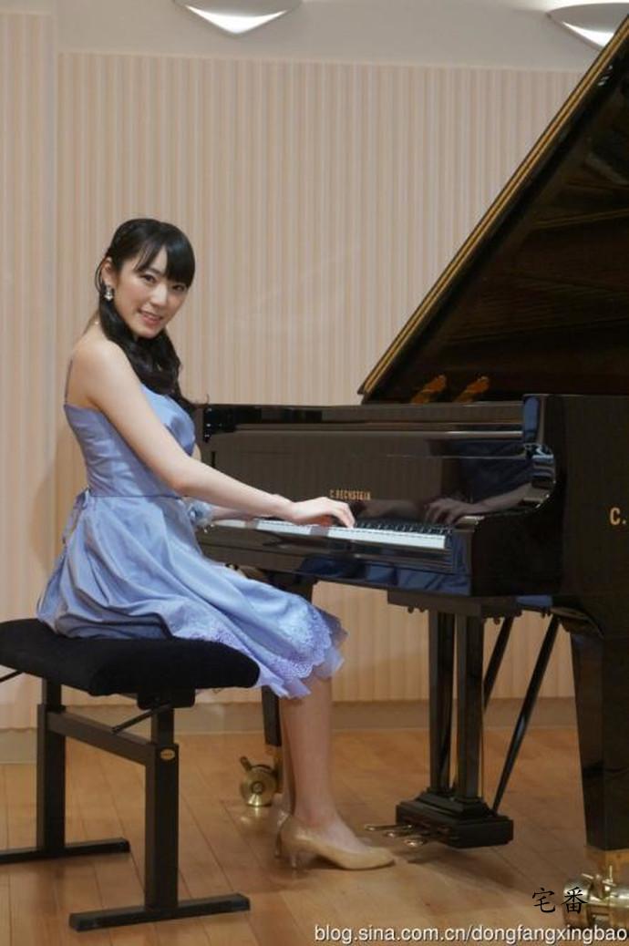 偶像界集美貌与才华于一身的钢琴女神松井咲子