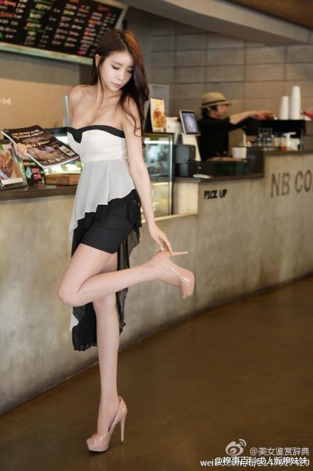 咖啡厅偶遇极品美女