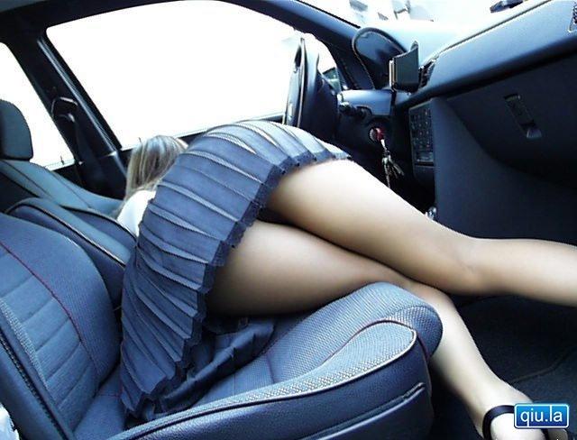 这车空间不错哦 姿势可以做不少了