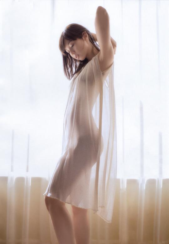小池里奈性感白纱透视装