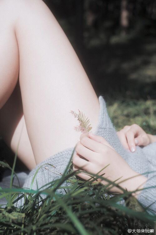 美女美腿细节分享图
