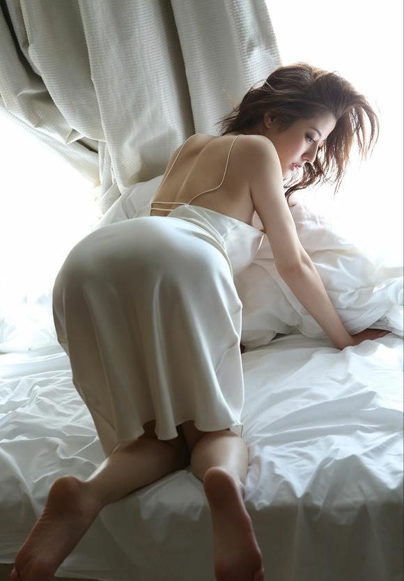 撩起睡衣直接后入了