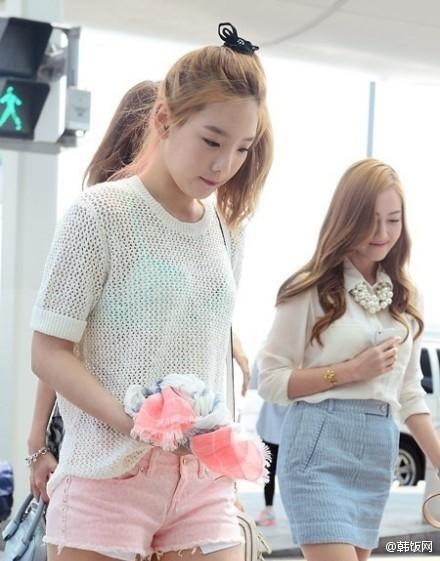 """少女時代泰妍自然透視裝,""""淺藍色胸罩若隱若現"""""""