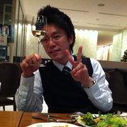 我是住在日本的日本人。 我在微信日语的上课。(上课费是100人民币1个月)。新人可以10天体验免费的。微信号码是kenta2642963960。 欢迎你来!