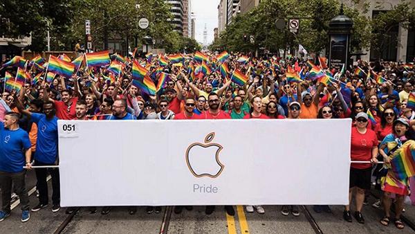 支持LGBTQ:苹果员工北美参加骄傲游行的照片 - 1