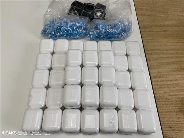沉寂2年要来了 苹果AirPods 2充电盒曝光的照片 - 3