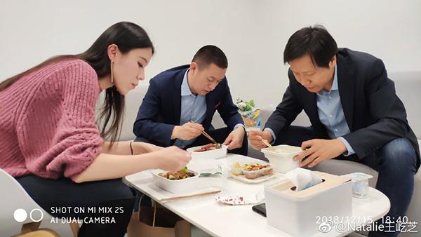 雷军参加蔚来ES6发布会:李斌夫妇请吃盒饭的照片 - 1