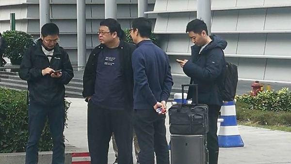 并没有放弃做手机?罗永浩现身中国移动南方基地的照片 - 1