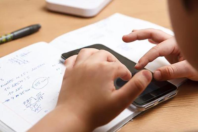 教师将不得用微信布置作业 家长:我改作业老师要干吗?的照片 - 1