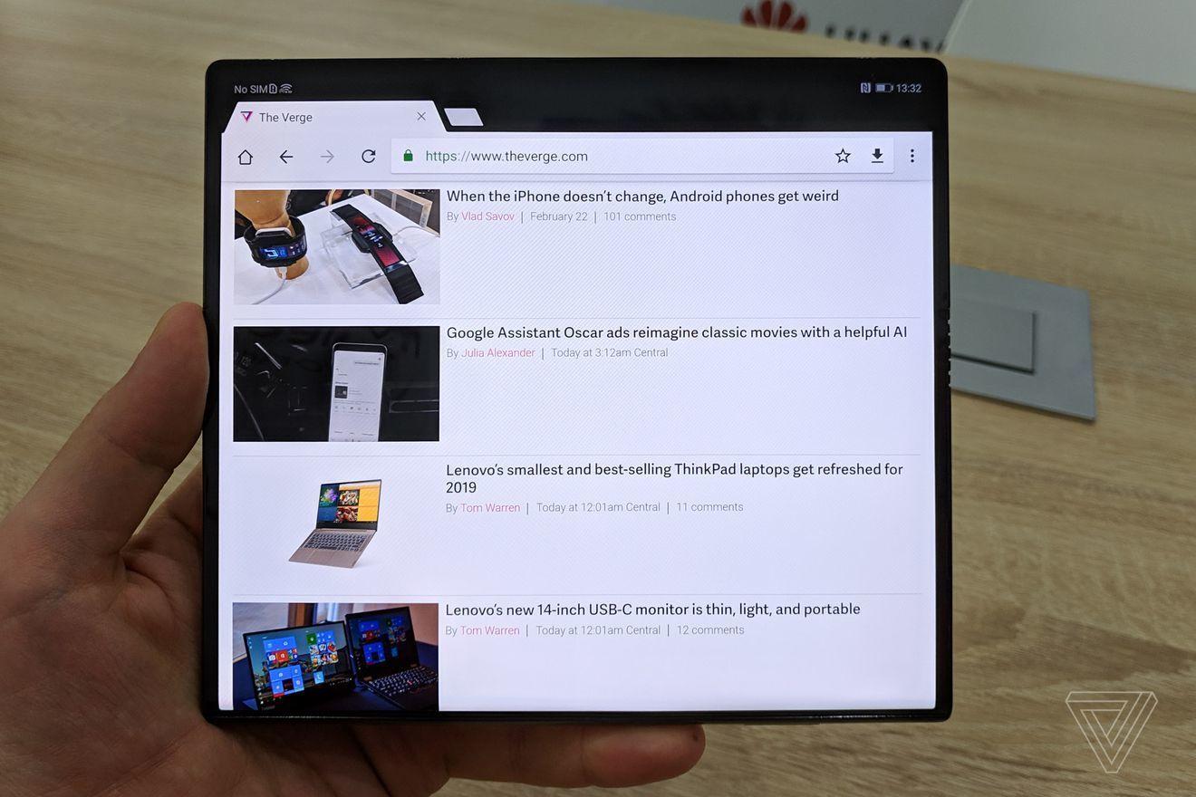 外媒上手折叠屏手机Mate X:感觉不到中间有折痕的照片 - 1