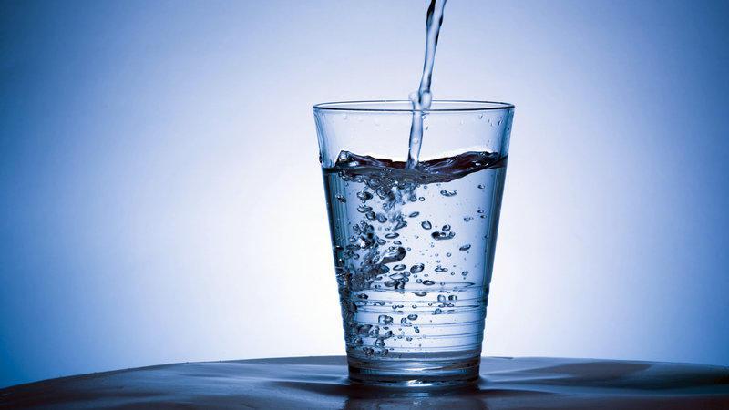 我们一天应该喝多少水?8乘8法则并无太多科学依据的照片