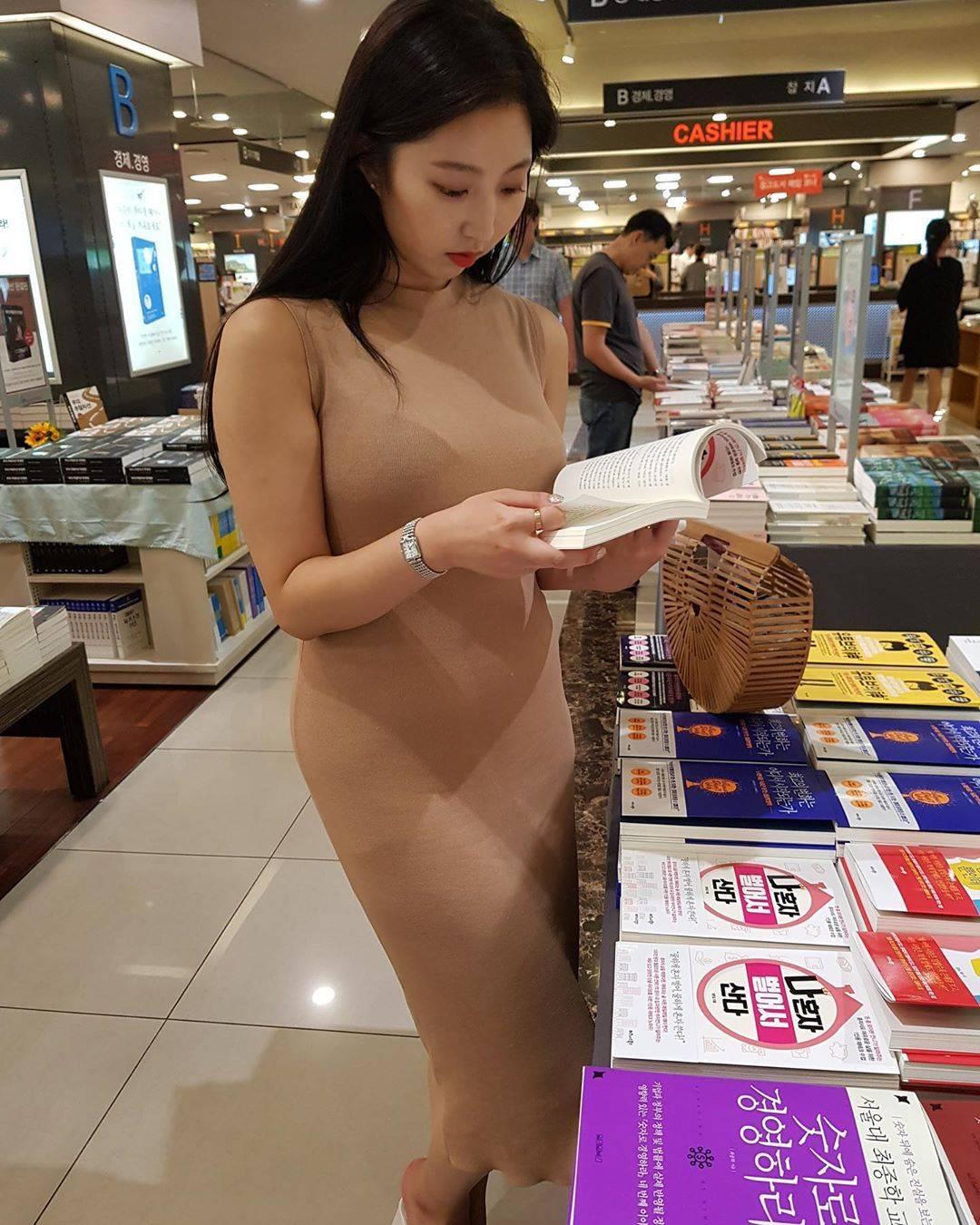 喜欢读书的大姐姐 你们喜欢吗 第4张