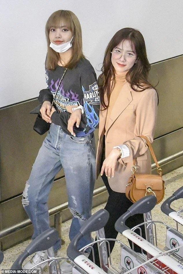 魅力无法挡!BLACKPINK成员Lisa戴上口罩依旧美丽!插图(9)