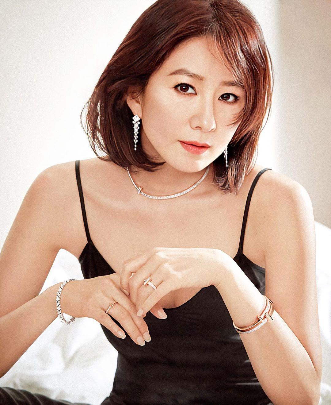 韩国冻龄美女演员当道!除了《夫妻的世界》金喜爱外还有她们!插图(2)