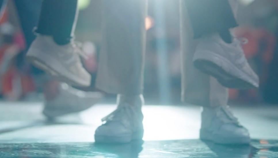 人设要符合穿搭!盘点2020年热门韩剧女主角运动鞋穿搭,你喜欢哪一款?插图5