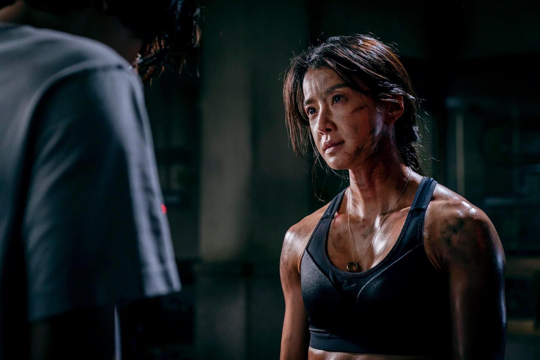 背肌还可以长这样?韩剧《甜蜜家园》演员身材引热议,38岁的她还曾是拳击冠军插图5