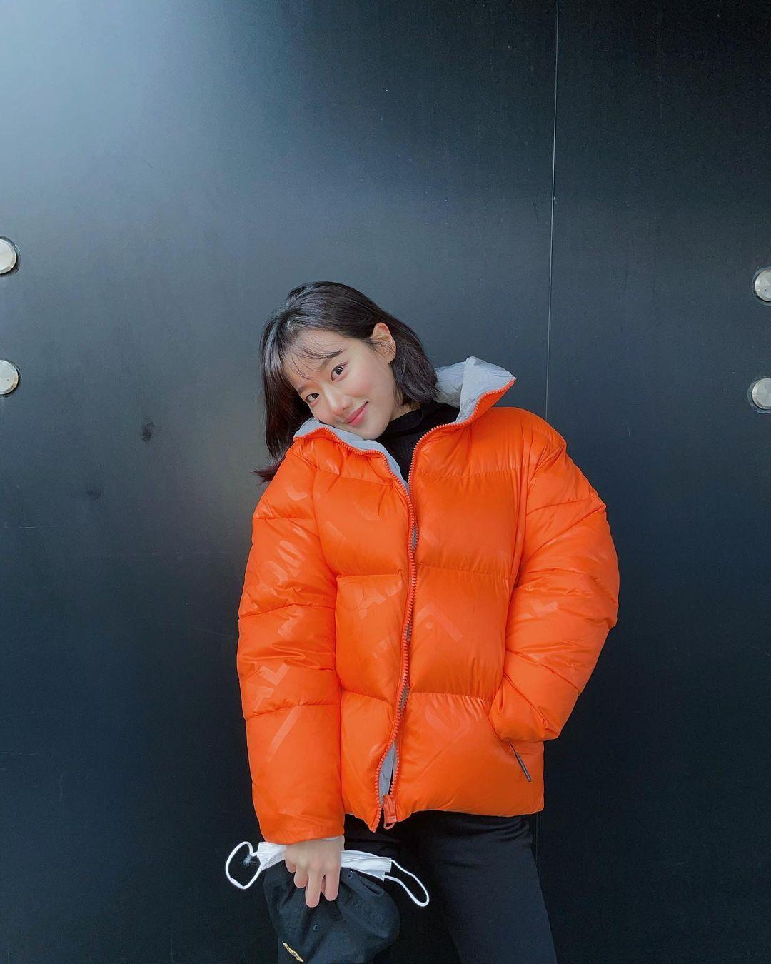 寒冬新时尚!跟着韩国女星学习羽绒服穿搭,一起来做冬日女神!插图4