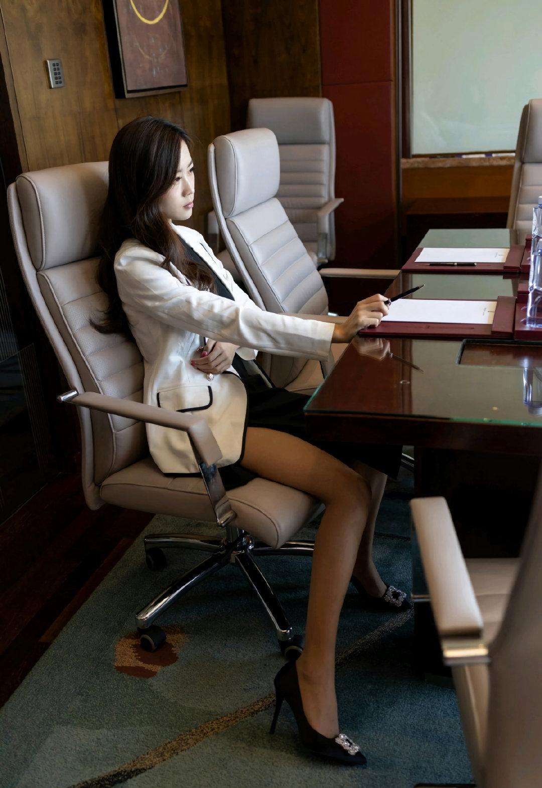 公主日记你希望她是你的老板还是秘书美女