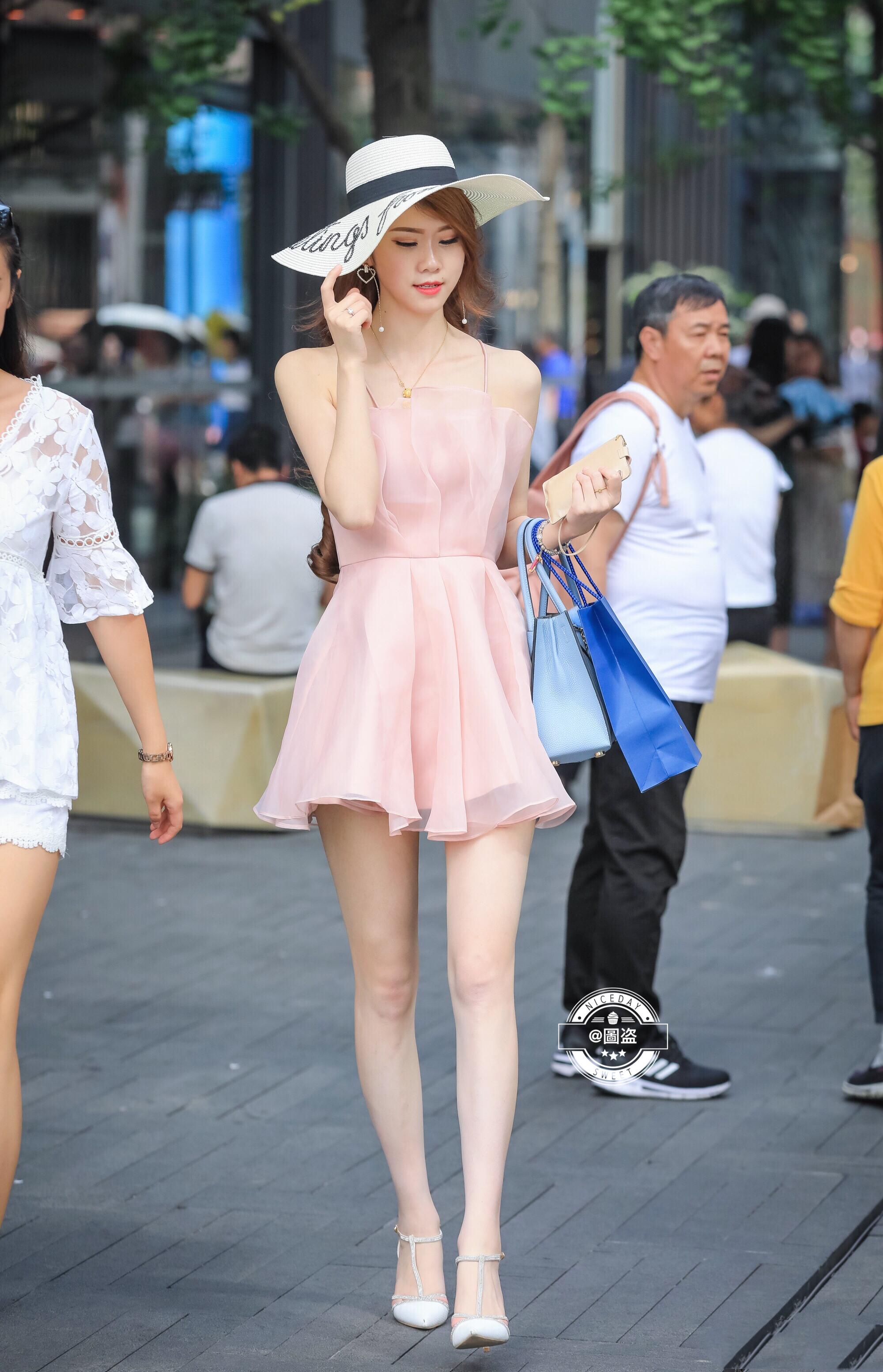 街拍短裙美女 这双腿真是要人老命啊