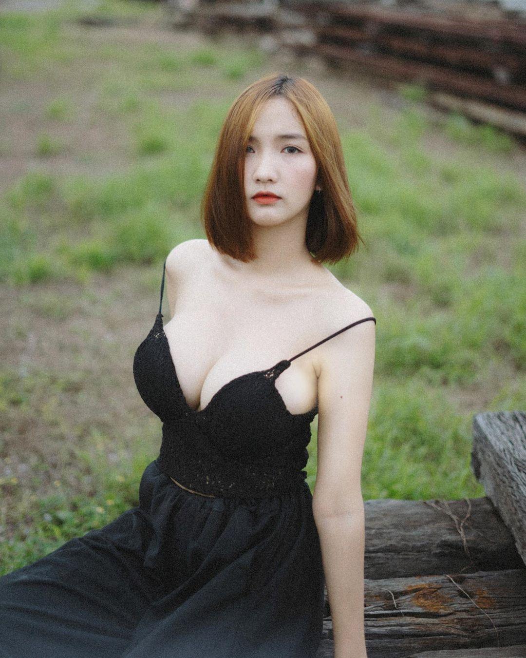 泰国童颜女主播紧身吊嘎低胸人深字沟清晰可见 男人文娱 热图3