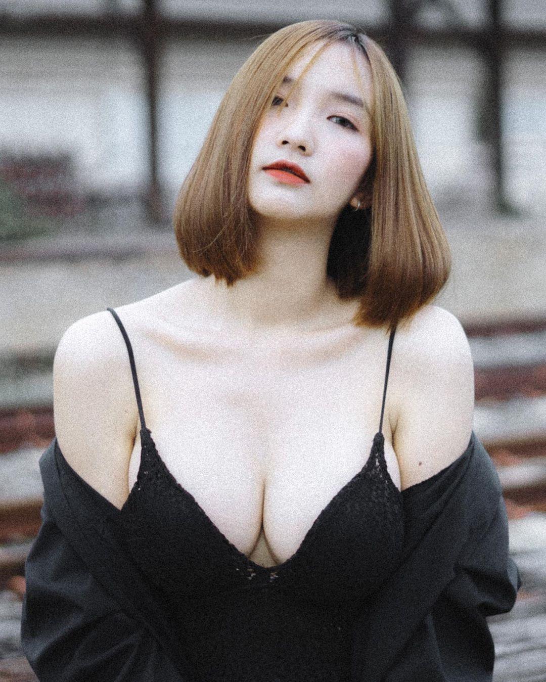 泰国童颜女主播紧身吊嘎低胸人深字沟清晰可见 男人文娱 热图4