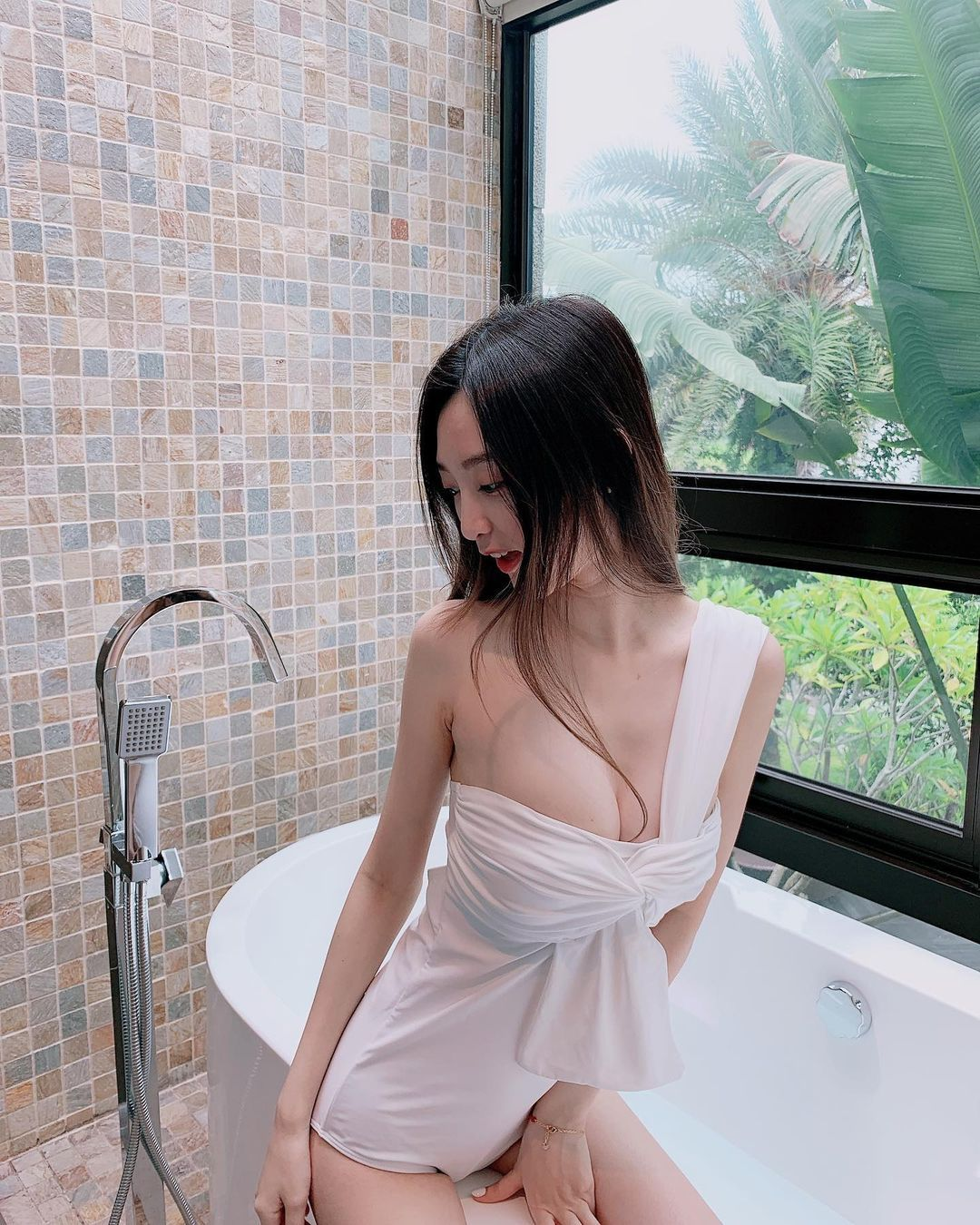 台北动物园出没超丰满清凉造型白皙吊带妹Lily 妹子图 热图4