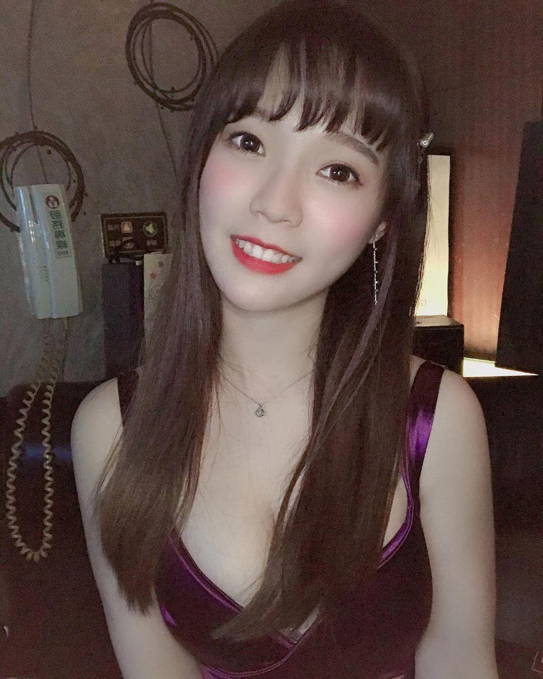 白嫩系正妹「妍妍Yuni」骨感美体太撩人,「饱满」造福广大男性!-新图包
