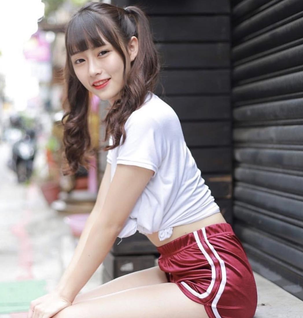 初恋系美少女玮庭性感福利 裙子太短小裤裤直接露出 宅猫猫 热图4