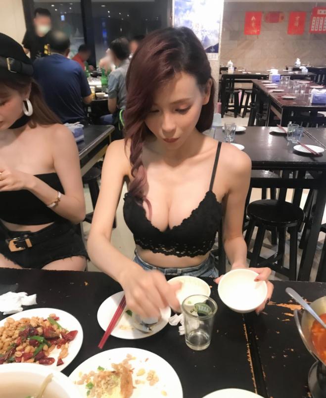 Minnie妮妮和Kami郑琦用餐期间福利不断 艾薇资讯 第4张