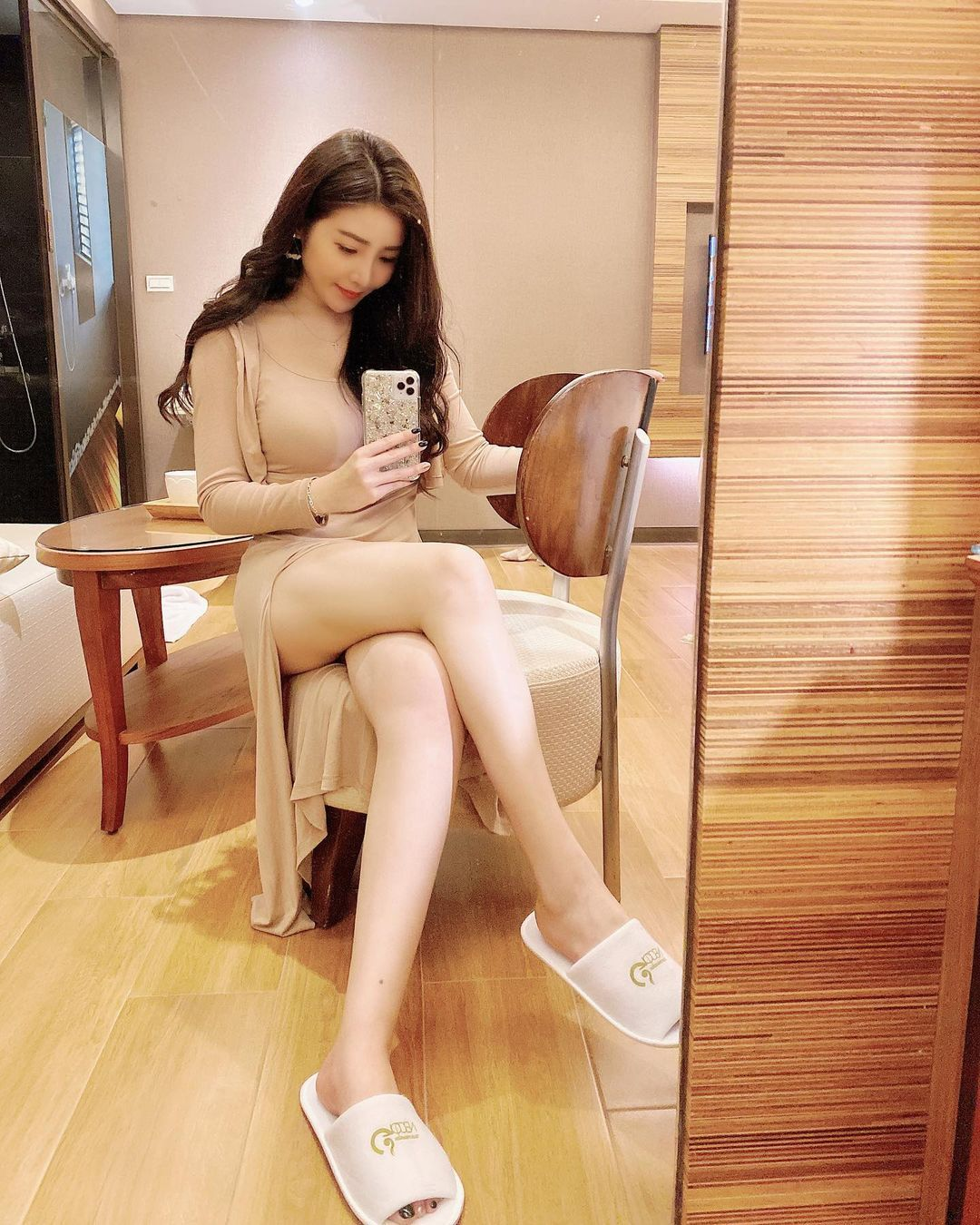 吃货美女许薇安Vivi Hsu丰满上围比拿铁还重 养眼图片 第2张