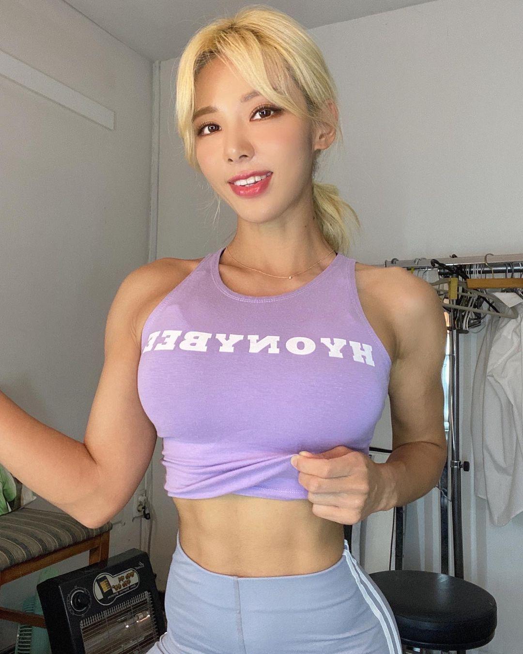 健身教练金孝贞完美体态肉感指数破表腹肌如钢铁般结实 养眼图片 第2张