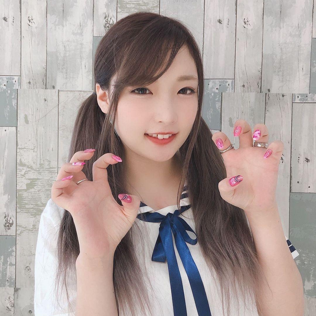 水嫩樱花妹@もきゅ 微笑露八重齿超可爱