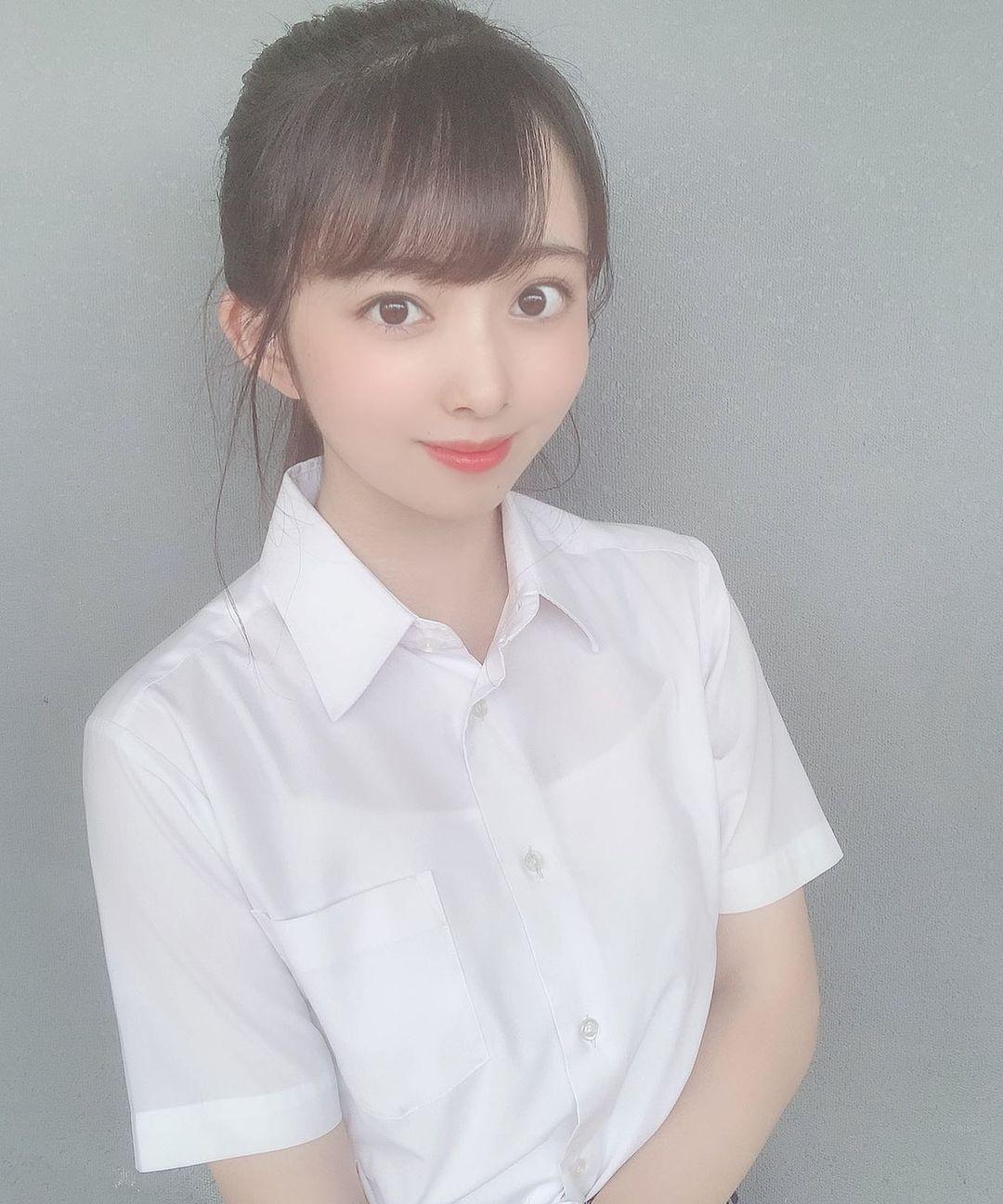 天然系美女冢田百々花自然甜笑散发梦幻气息