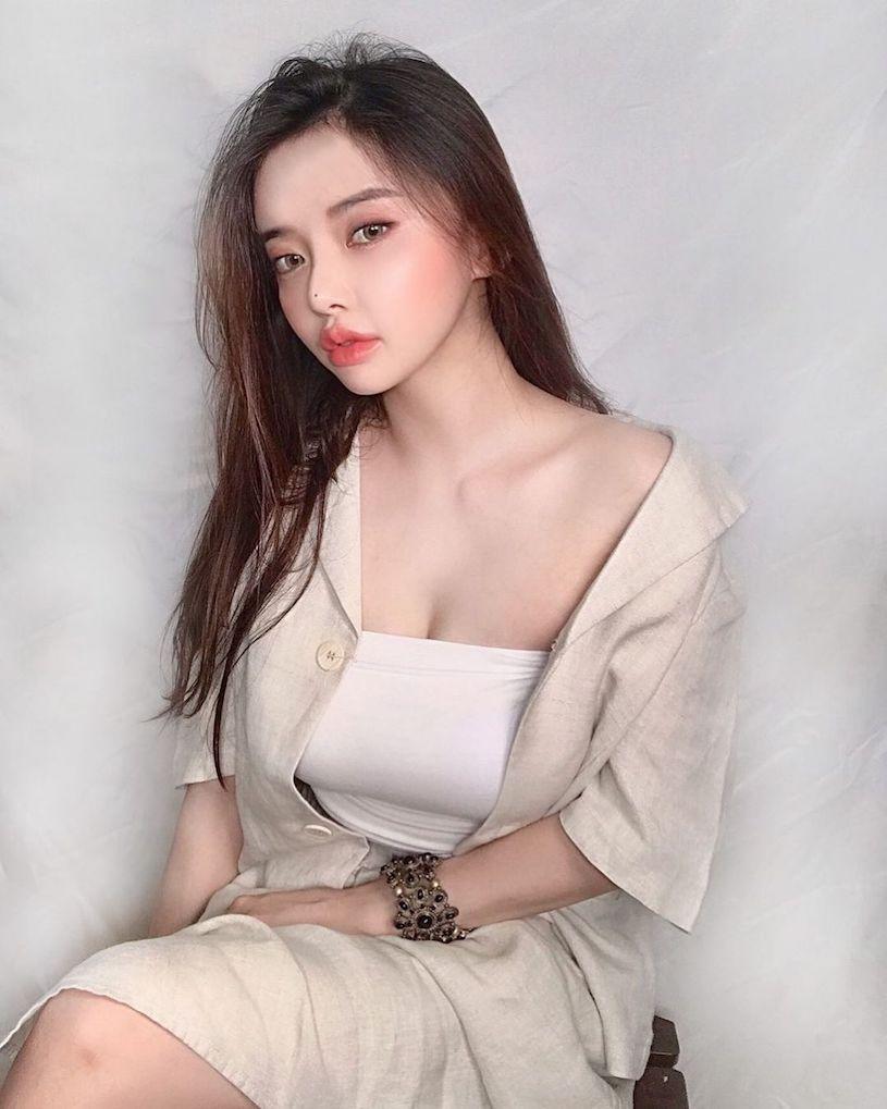 高冷型韩国妹子 조가빈胸前看起来很有份量 美图 热图4