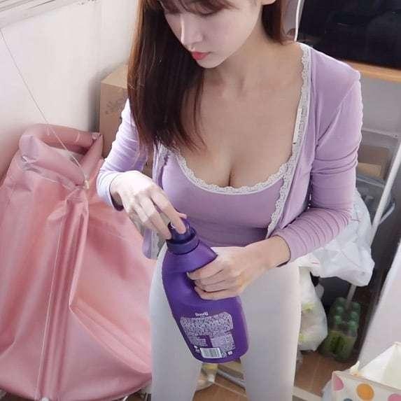 韩国完美娇妻做家务身材让人失去李智