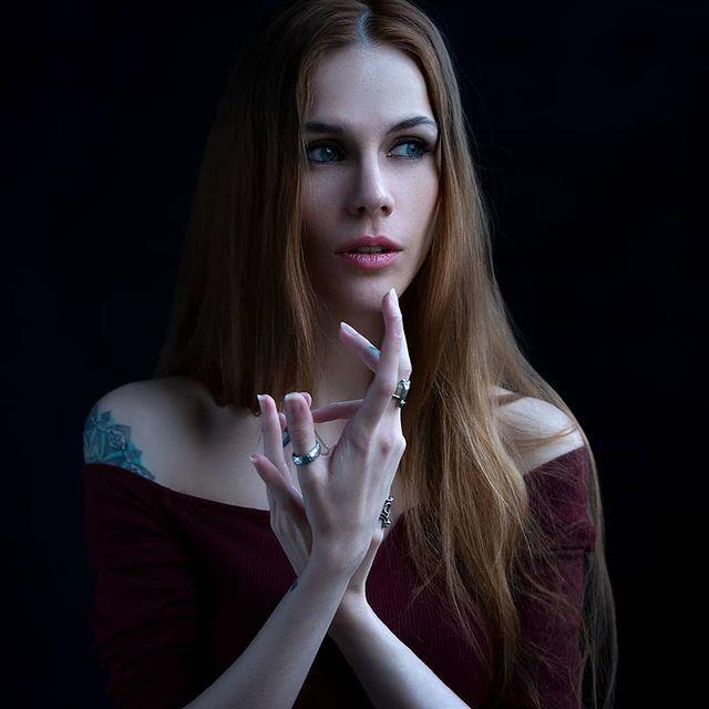 红发美女《Eva Chehova》神造美体搭上中性美颜,简直是艺术的维纳斯. 网络美女 第2张