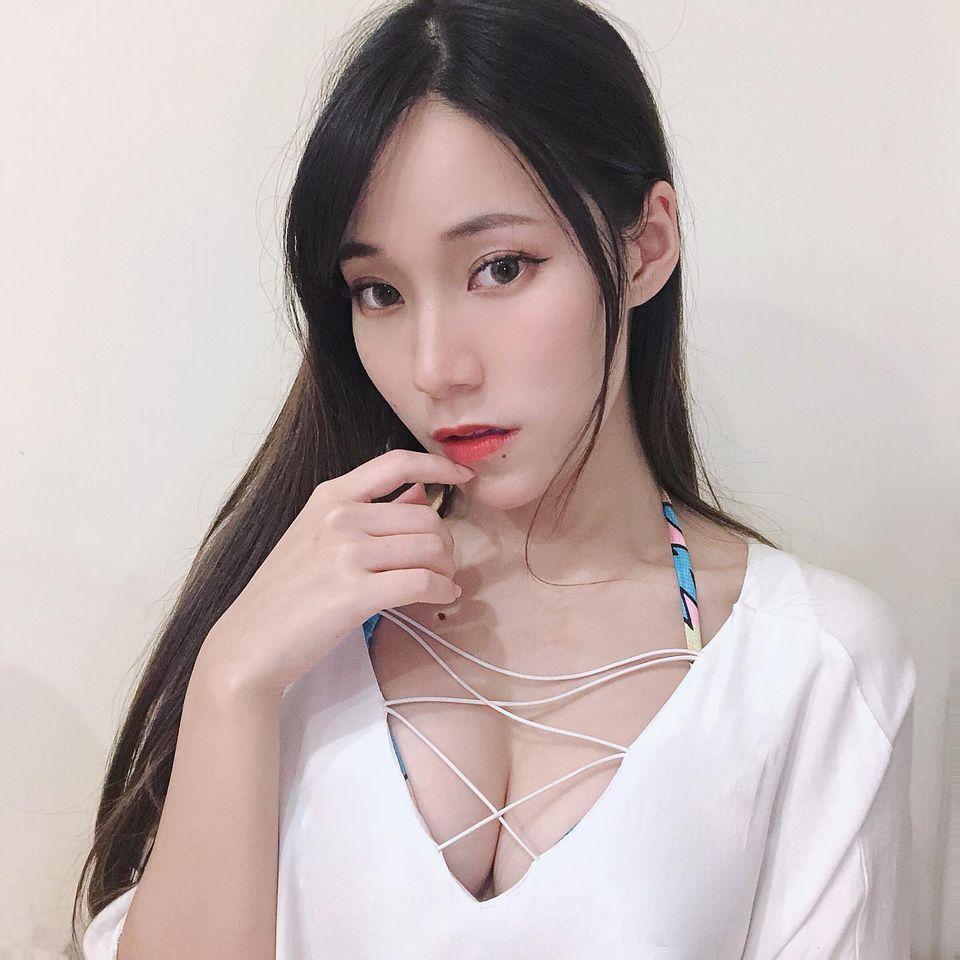 甜美Model心儿Ofelia白皙美腿+浑圆酥胸 网络美女 第3张