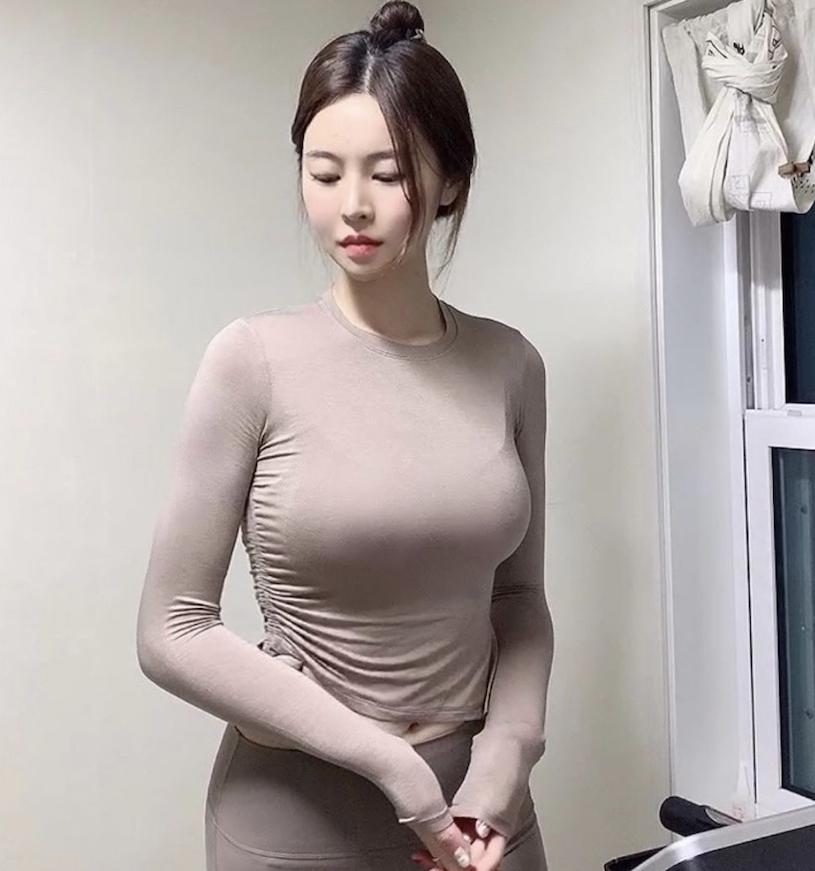 韩国网红美女from_ayla丰满的身材停车场美照 男人文娱 热图7