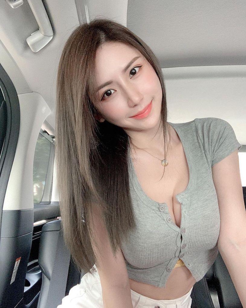 美女网红珊珊胸前性感V领设计让人目光无法移开 宅猫猫 热图5
