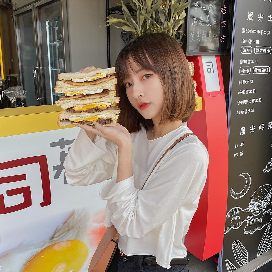 早餐吃起来!铭传大学短发正妹「Yuki」甜美脸蛋连业配都好看!