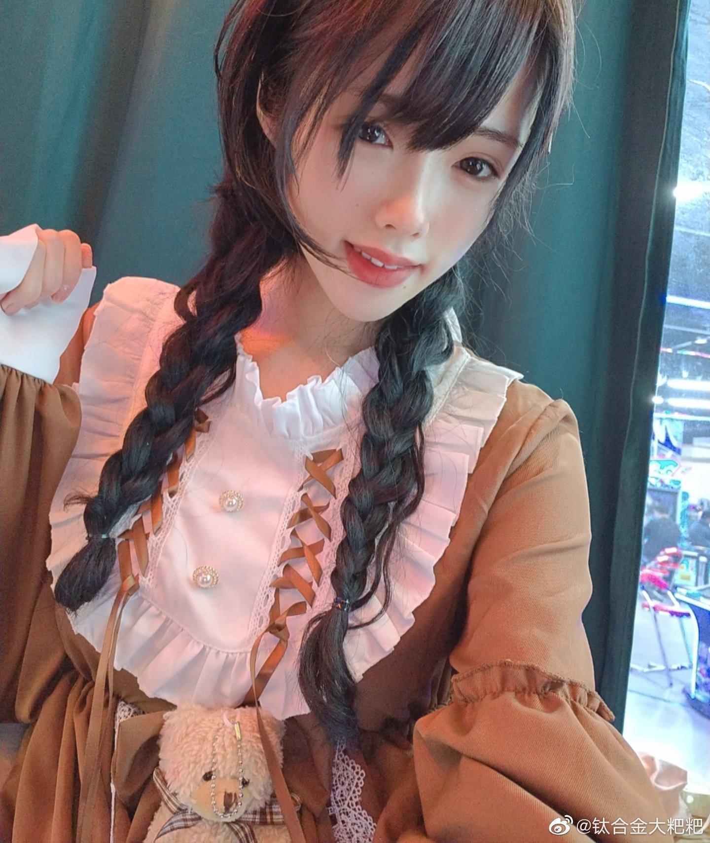 微博网红coser钛合金大粑粑,随便一张cosplay图片都激起你的浓厚兴趣!-新图包
