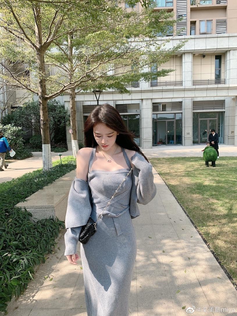 香港甜心美女分享露肩春装,白嫩暗藏实力. 网络美女 第8张