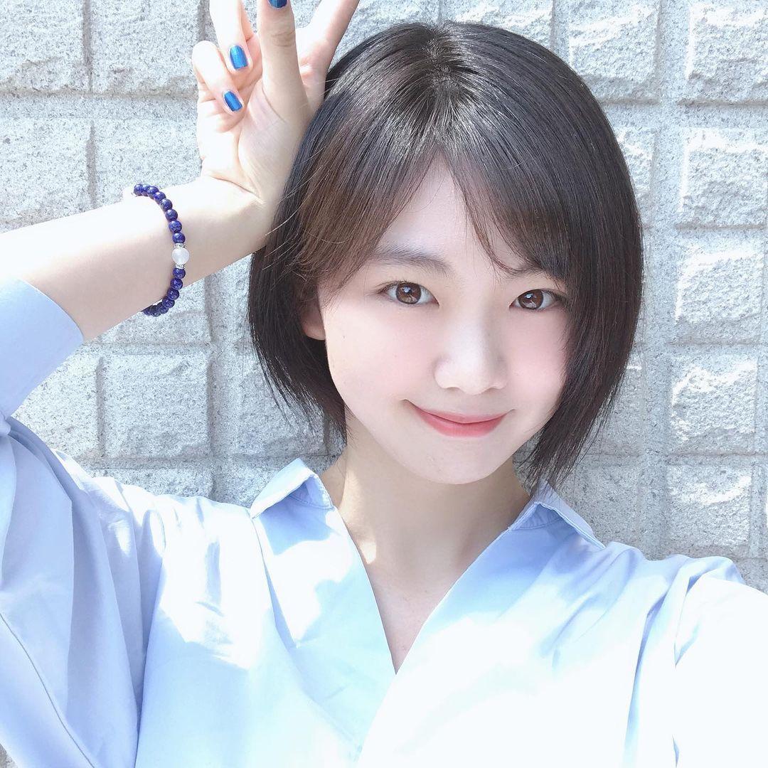 高三清纯美少女「湿身初解禁」!夺得制服选美冠军后勇拍写真,粉丝同学都暴动!
