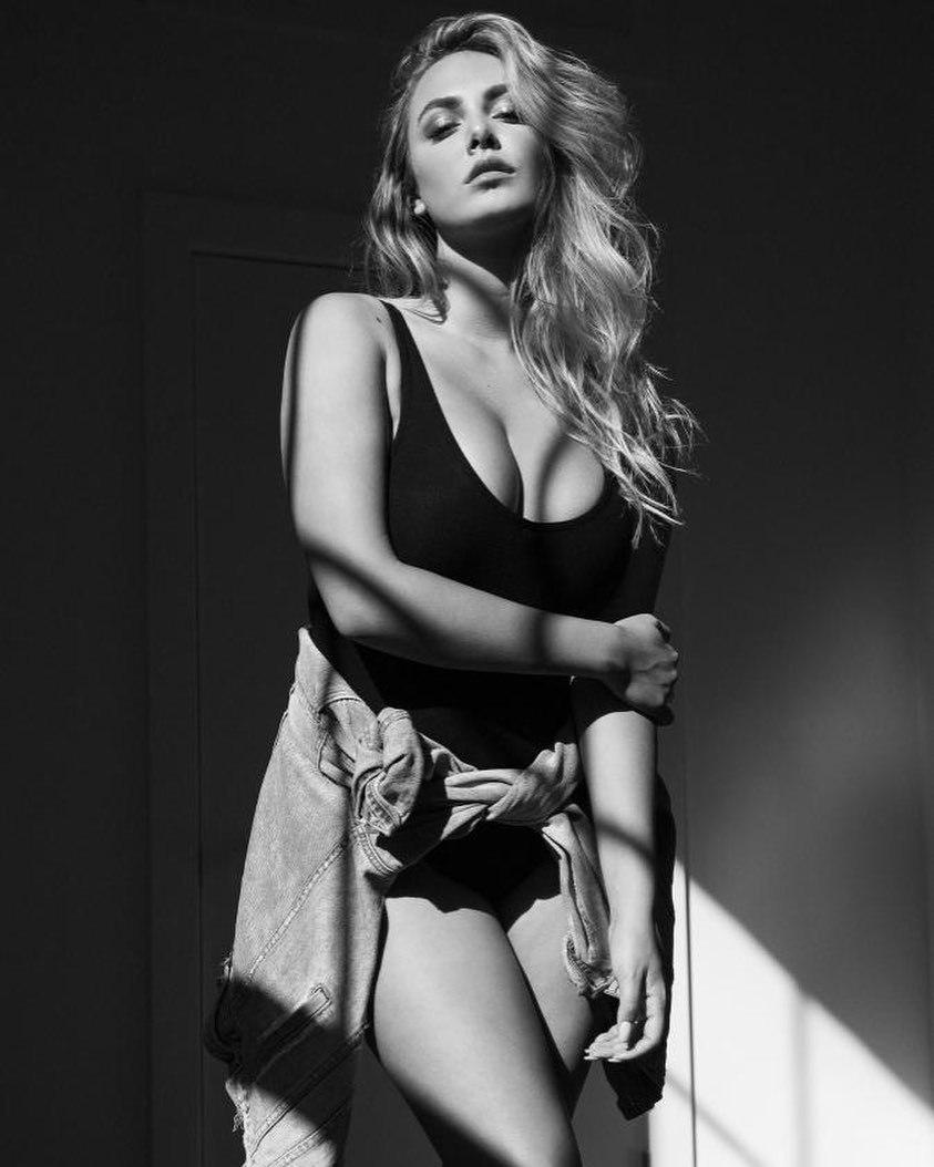 超规格.美国19岁嫩模《Raine Michaels》核爆级欧派. 网络美女 第15张