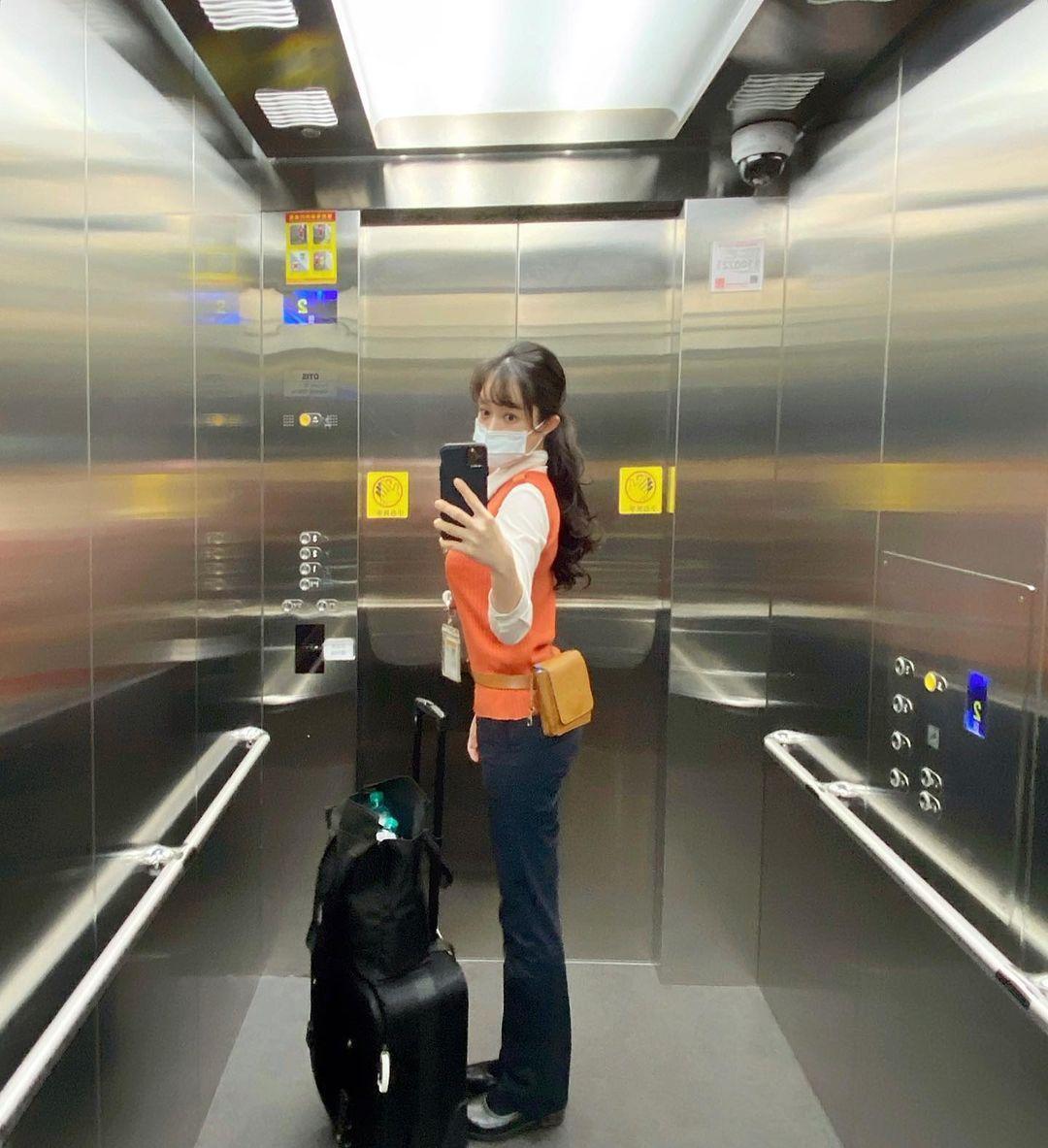 高铁乘务员「An」除了高颜值制服底下还藏有火辣身材