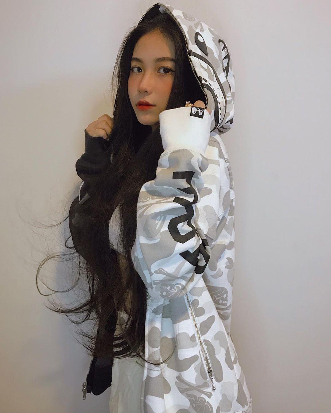 天菜越南妹「Kim Anh」迷蒙眼神仿佛随时在放电空灵气质更是无比疗愈人心 养眼图片 第15张