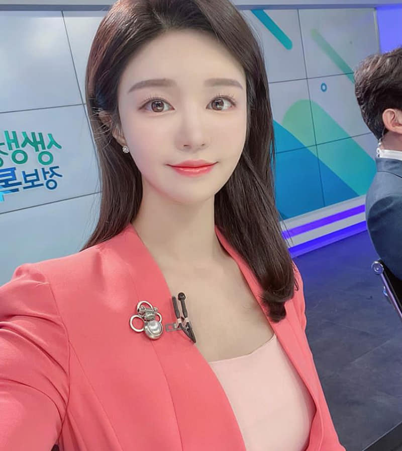 韩国美女主播尹浩延高尔夫球衣衬托超吸睛