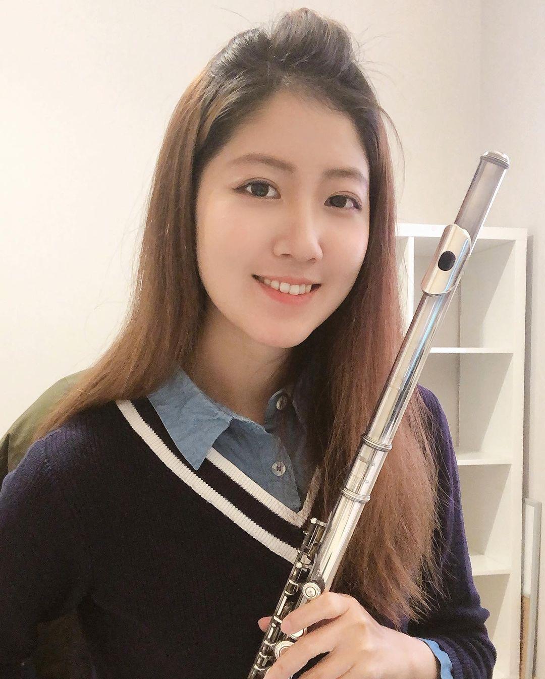 美女音乐老师@玫哟太甜美 要补习英文也可以喔