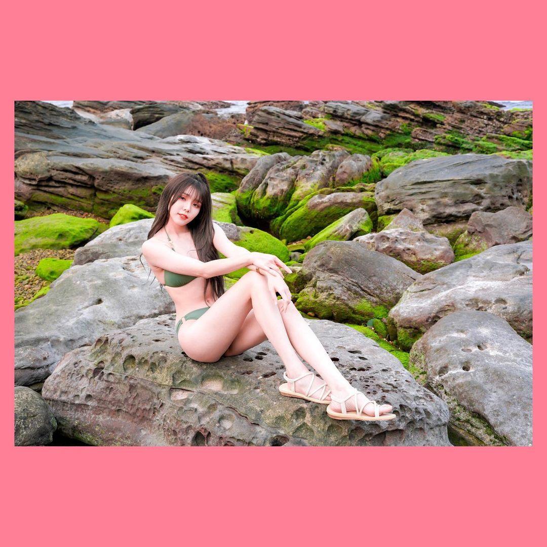 超甜美阳光的学生妹「Zoe肉乙」,运动服秀出雪白蛮腰和纤细美腿-新图包